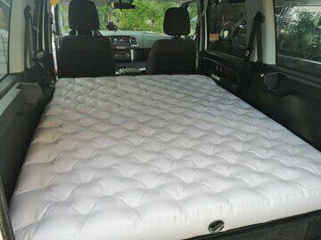 Надувной матрас в багажник авто